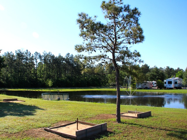 Woodland Lakes RV Park has horseshoe pit for out door enjoyment.
